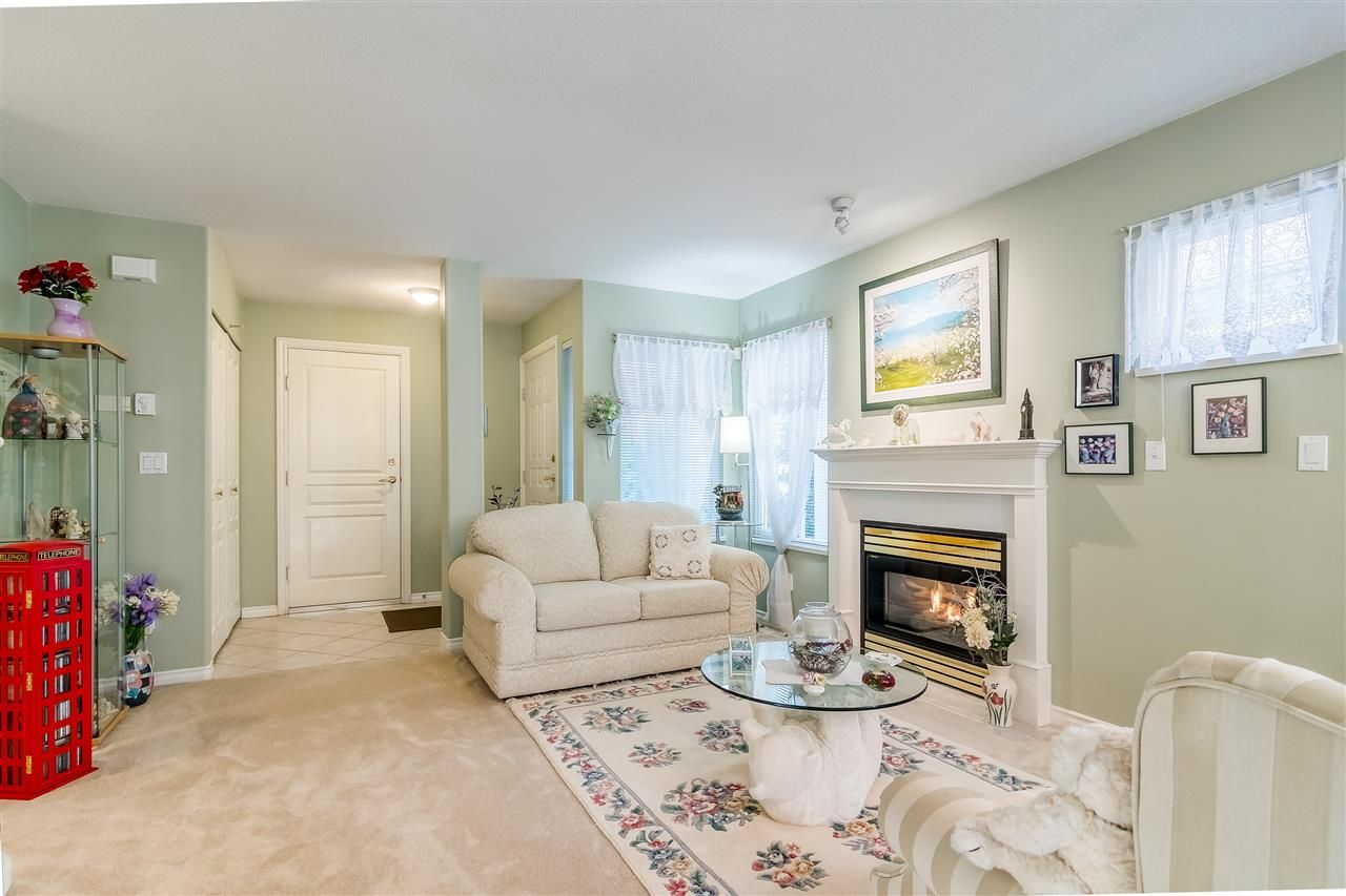 """Photo 3: Photos: 17 13499 92 Avenue in Surrey: Queen Mary Park Surrey Townhouse for sale in """"CHATHAM LANE"""" : MLS®# R2403467"""