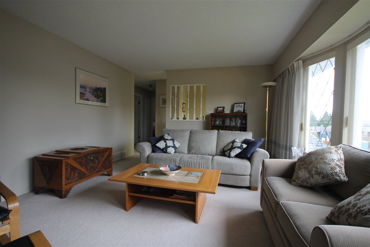 """Photo 4: Photos: 15681 GOGGS Avenue: White Rock House for sale in """"White Rock"""" (South Surrey White Rock)  : MLS®# R2151652"""