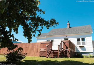 Photo 1: 13188 Highway 1 in Lockhartville: 404-Kings County Residential for sale (Annapolis Valley)  : MLS®# 202114026