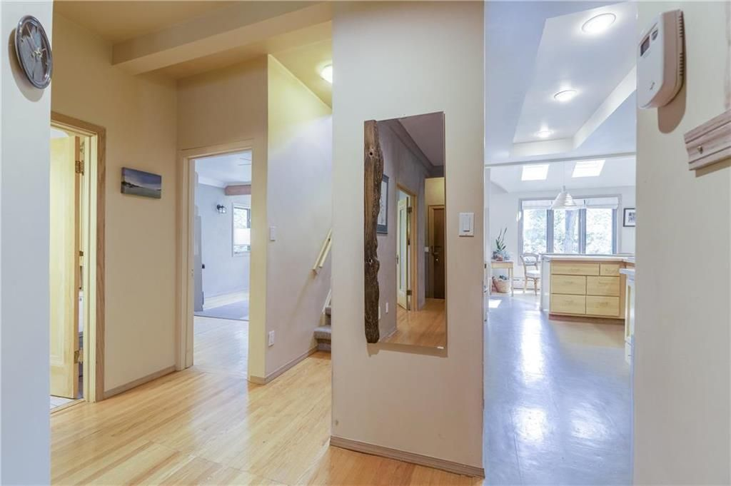 Photo 19: Photos: 906 North Drive in Winnipeg: East Fort Garry Residential for sale (1J)  : MLS®# 202116251