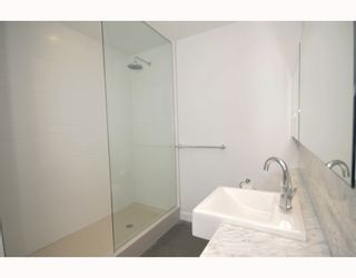 """Photo 9: 418 256 E 2ND Avenue in Vancouver: Mount Pleasant VE Condo for sale in """"JACOBSEN"""" (Vancouver East)  : MLS®# V808511"""