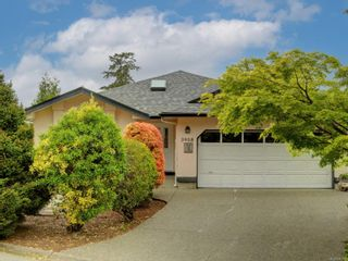 Photo 4: 3908 Lianne Pl in : SW Strawberry Vale House for sale (Saanich West)  : MLS®# 875878