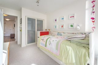 """Photo 9: 402 2288 W 12TH Avenue in Vancouver: Kitsilano Condo for sale in """"CONNAUGHT POINT"""" (Vancouver West)  : MLS®# R2051681"""