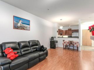 """Photo 5: 109 675 PARK Crescent in New Westminster: GlenBrooke North Condo for sale in """"THE WINCHESTER"""" : MLS®# R2224095"""
