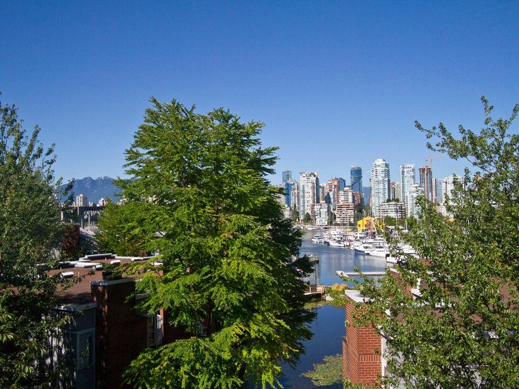 Main Photo: 302 1540 MARINER Walk in Vancouver: False Creek Condo for sale (Vancouver West)  : MLS®# V1016091