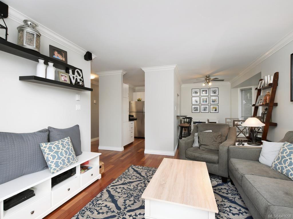 Photo 2: Photos: 101 1039 Caledonia Ave in Victoria: Vi Central Park Condo for sale : MLS®# 841658