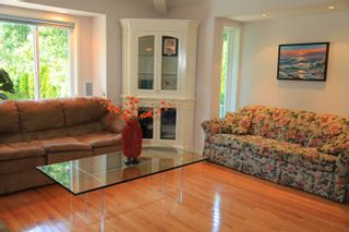 Photo 12: 1462 Cardinal Lane in White Rock: Home for sale