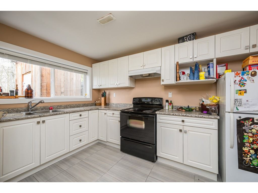 Photo 20: Photos: 20305 50 AVENUE in Langley: Langley City House for sale : MLS®# R2561802