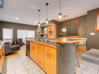 Photo 11: 2011 32 Avenue SW in Calgary: South Calgary Detached for sale : MLS®# A1060898