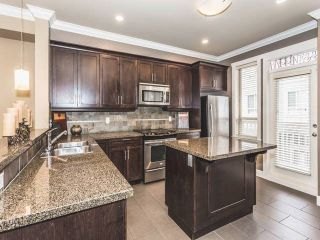 """Photo 5: 52 19560 68 Avenue in Surrey: Clayton Townhouse for sale in """"Solano"""" (Cloverdale)  : MLS®# R2139361"""