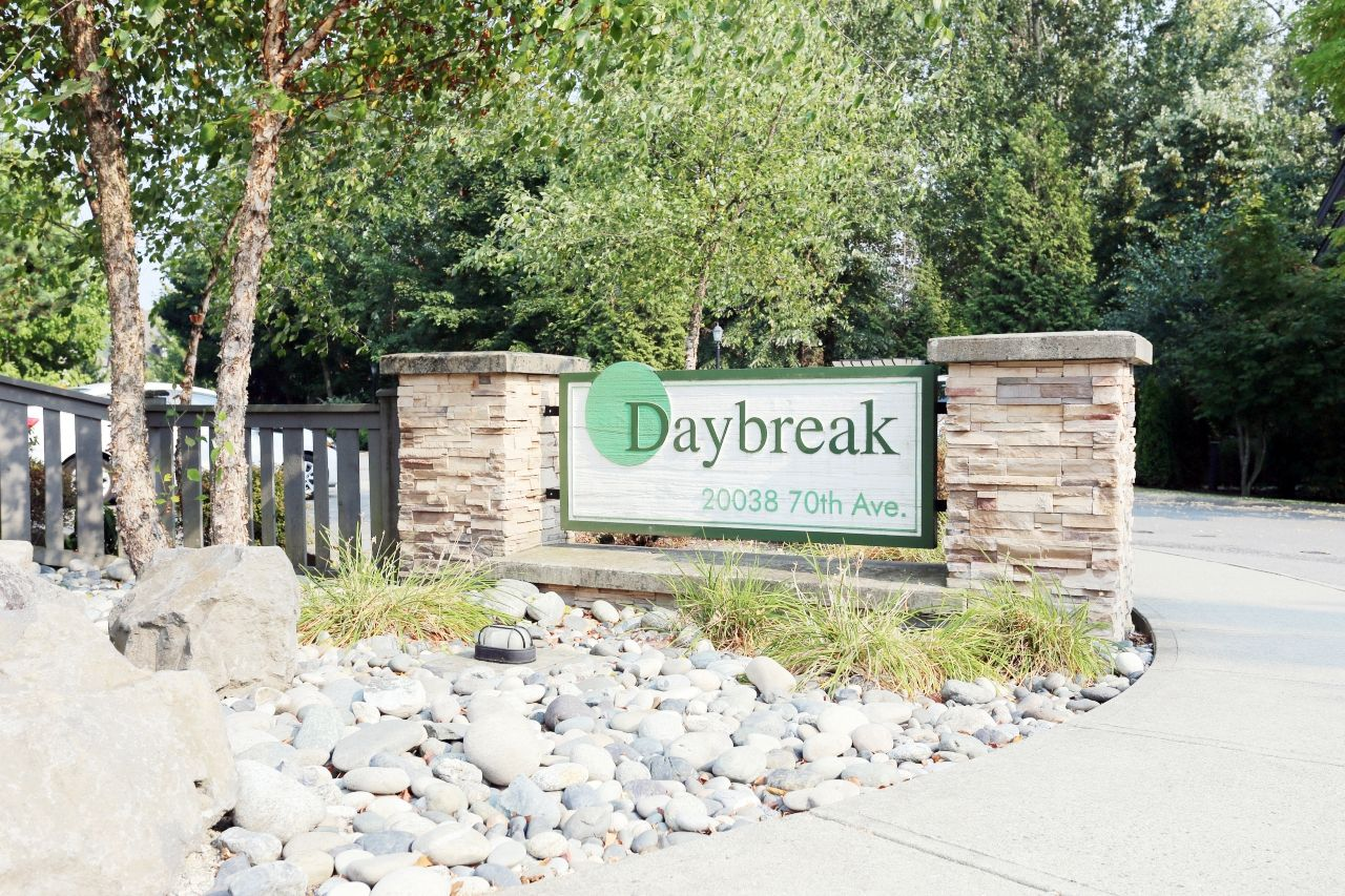 """Main Photo: 92 20038 70 Avenue in Langley: Willoughby Heights Townhouse for sale in """"Daybreak"""" : MLS®# R2239474"""