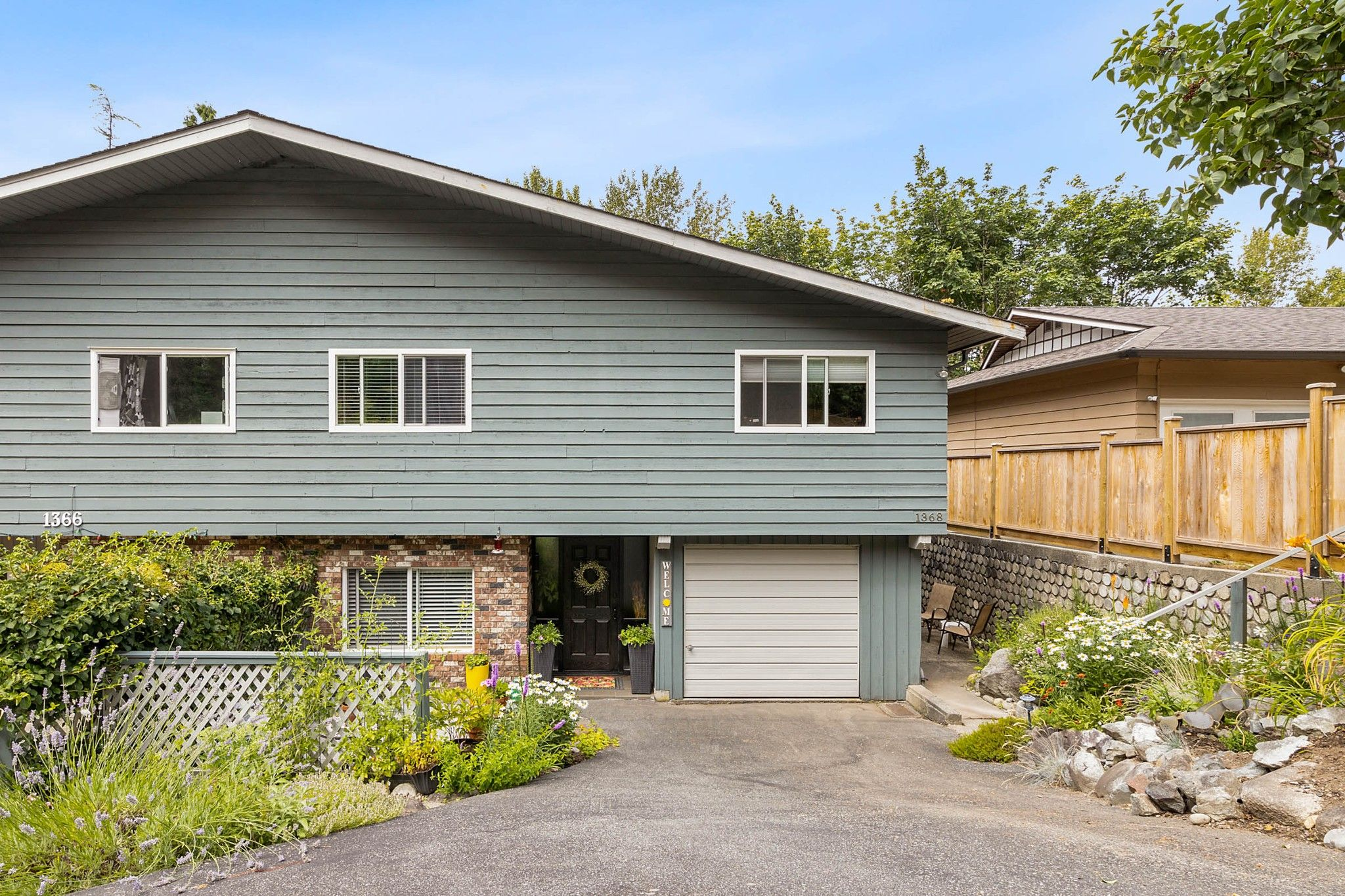 Main Photo: 1368 MARY HILL Lane in Port Coquitlam: Mary Hill 1/2 Duplex for sale : MLS®# R2603291