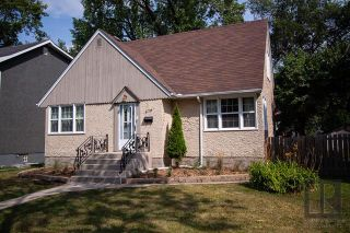 Photo 1: 576 Ash Street in Winnipeg: River Heights Residential for sale (1D)  : MLS®# 1822530