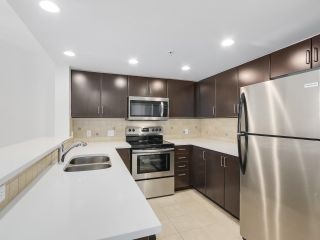 "Photo 8: 1107 295 GUILDFORD Way in Port Moody: North Shore Pt Moody Condo for sale in ""Bentley"" : MLS®# R2325613"