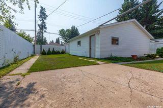 Photo 38: 220 Lake Crescent in Saskatoon: Grosvenor Park Residential for sale : MLS®# SK744275