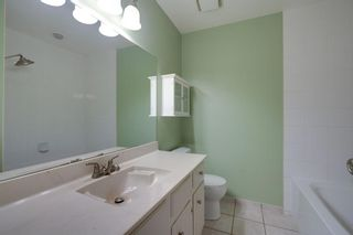Photo 13: 136 Silvergrove Road NW in Calgary: Silver Springs Semi Detached for sale : MLS®# A1098986