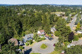 Photo 2: 685 Daffodil Ave in Saanich: SW Marigold House for sale (Saanich West)  : MLS®# 882390