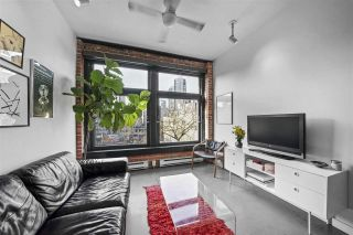 "Photo 1: 402 53 W HASTINGS Street in Vancouver: Downtown VW Condo for sale in ""Paris Block"" (Vancouver West)  : MLS®# R2554831"