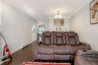 """Photo 10: 28 16388 85 Avenue in Surrey: Fleetwood Tynehead Townhouse for sale in """"Camelot"""" : MLS®# R2474467"""