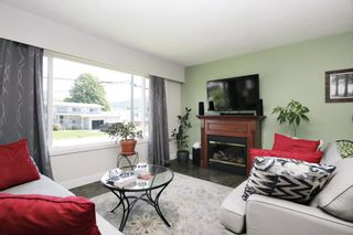 Photo 2: 6955 CENTENNIAL Drive in Chilliwack: Sardis East Vedder Rd House for sale (Sardis)  : MLS®# R2580834