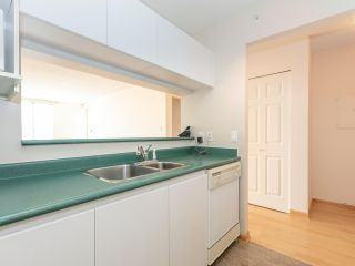 """Photo 9: 1802 5189 GASTON Street in Vancouver: Collingwood VE Condo for sale in """"THE MACGREGOR"""" (Vancouver East)  : MLS®# R2369458"""