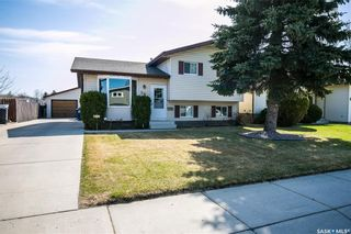 Photo 2: 506 Hall Crescent in Saskatoon: Westview Heights Residential for sale : MLS®# SK730669