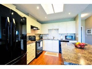 """Photo 4: 405 1745 MARTIN Drive in Surrey: Sunnyside Park Surrey Condo for sale in """"SOUTHWYND"""" (South Surrey White Rock)  : MLS®# F1436564"""