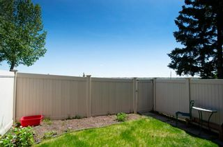 Photo 8: 332 Queenston Heights SE in Calgary: Queensland Row/Townhouse for sale : MLS®# A1114442