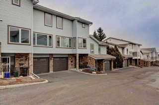 Photo 2: 32 COACHWAY Garden SW in Calgary: Coach Hill Row/Townhouse for sale : MLS®# C4293190