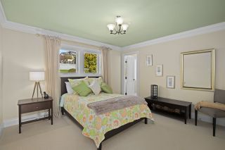 """Photo 11: 14342 SUNSET Drive: White Rock House for sale in """"White Rock Beach"""" (South Surrey White Rock)  : MLS®# R2560291"""