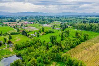 Photo 4: 385 240 Street in Langley: Campbell Valley House for sale : MLS®# R2577754