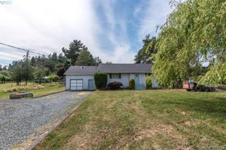 Photo 1: 4546 Markham St in VICTORIA: SW Beaver Lake House for sale (Saanich West)  : MLS®# 833835