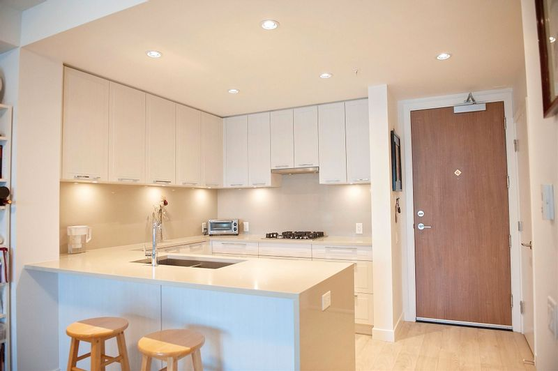 FEATURED LISTING: 306 - 6677 CAMBIE Street Vancouver