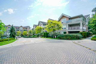 "Photo 5: 311 6420 194 Street in Surrey: Clayton Condo for sale in ""Waterstone"" (Cloverdale)  : MLS®# R2560363"
