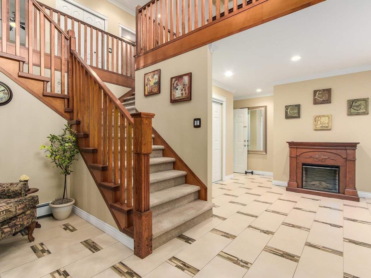 Photo 2: Photos: 725 REGAN Avenue in Coquitlam: Coquitlam West House for sale : MLS®# R2226266
