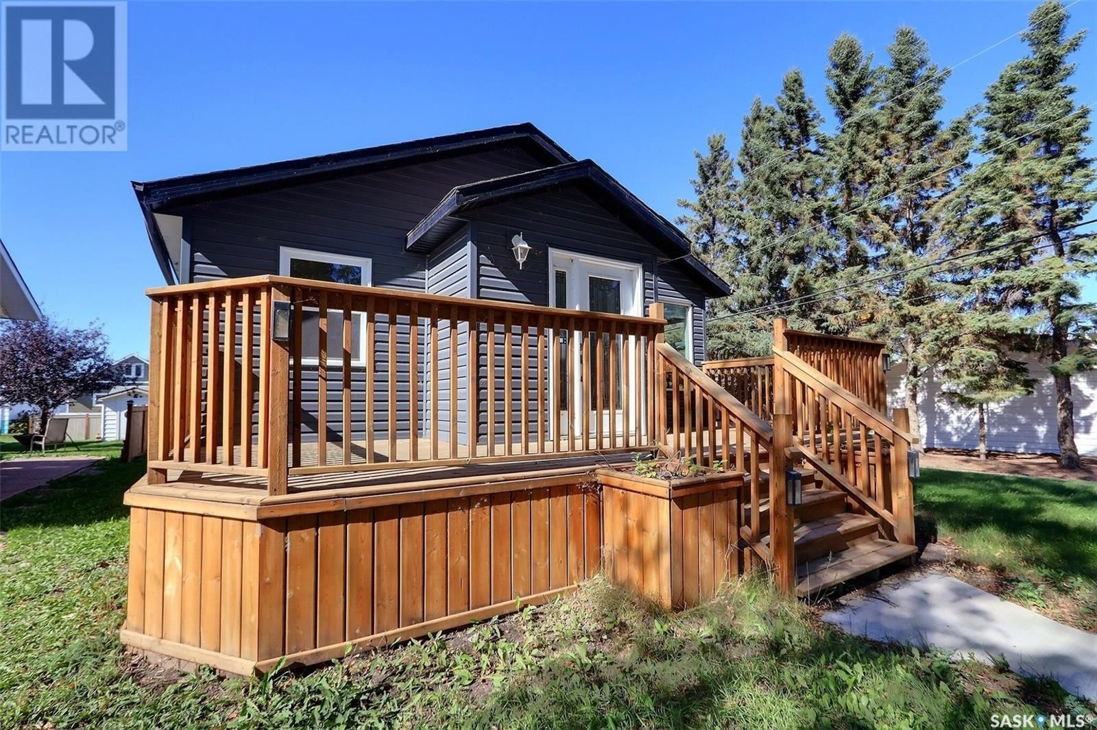 Main Photo: 805 West ST in Melfort: House for sale : MLS®# SK871134