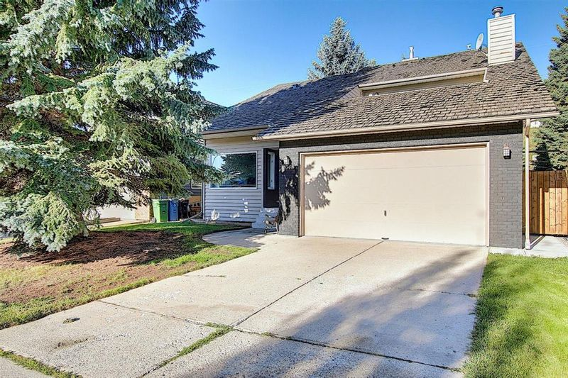 FEATURED LISTING: 1048 DEER RIVER Circle Southeast Calgary