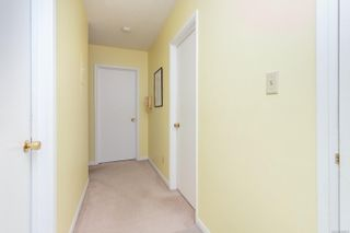 Photo 4: 410 909 Pendergast St in : Vi Fairfield West Condo for sale (Victoria)  : MLS®# 866984