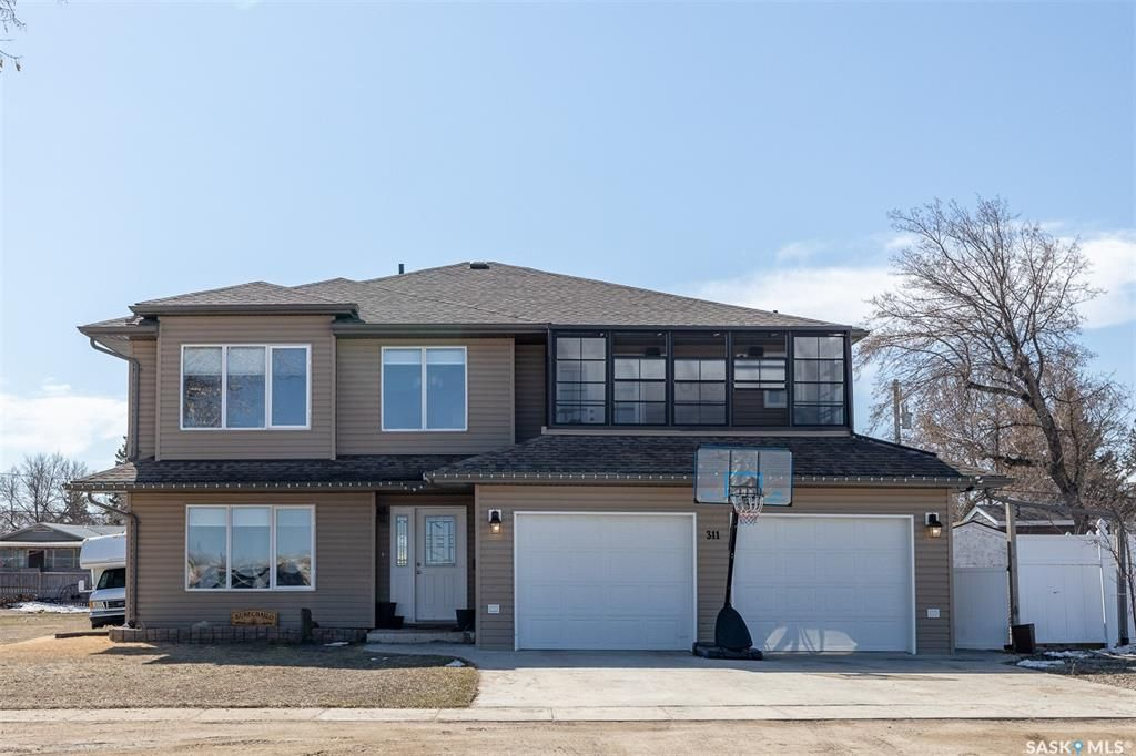 Main Photo: 311 3rd Street North in Wakaw: Residential for sale : MLS®# SK847388