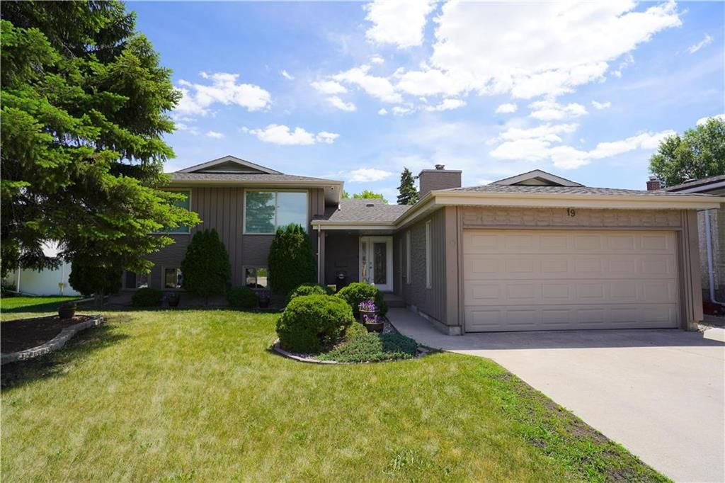 Main Photo: 19 Cyril Place in Winnipeg: Southdale Residential for sale (2H)  : MLS®# 202116073