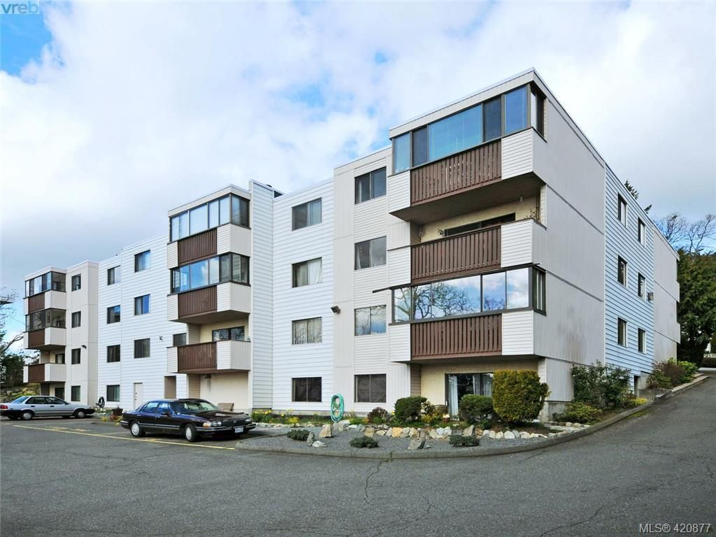 Main Photo: 403 614 Fernhill Pl in VICTORIA: Es Rockheights Condo for sale (Esquimalt)  : MLS®# 832958