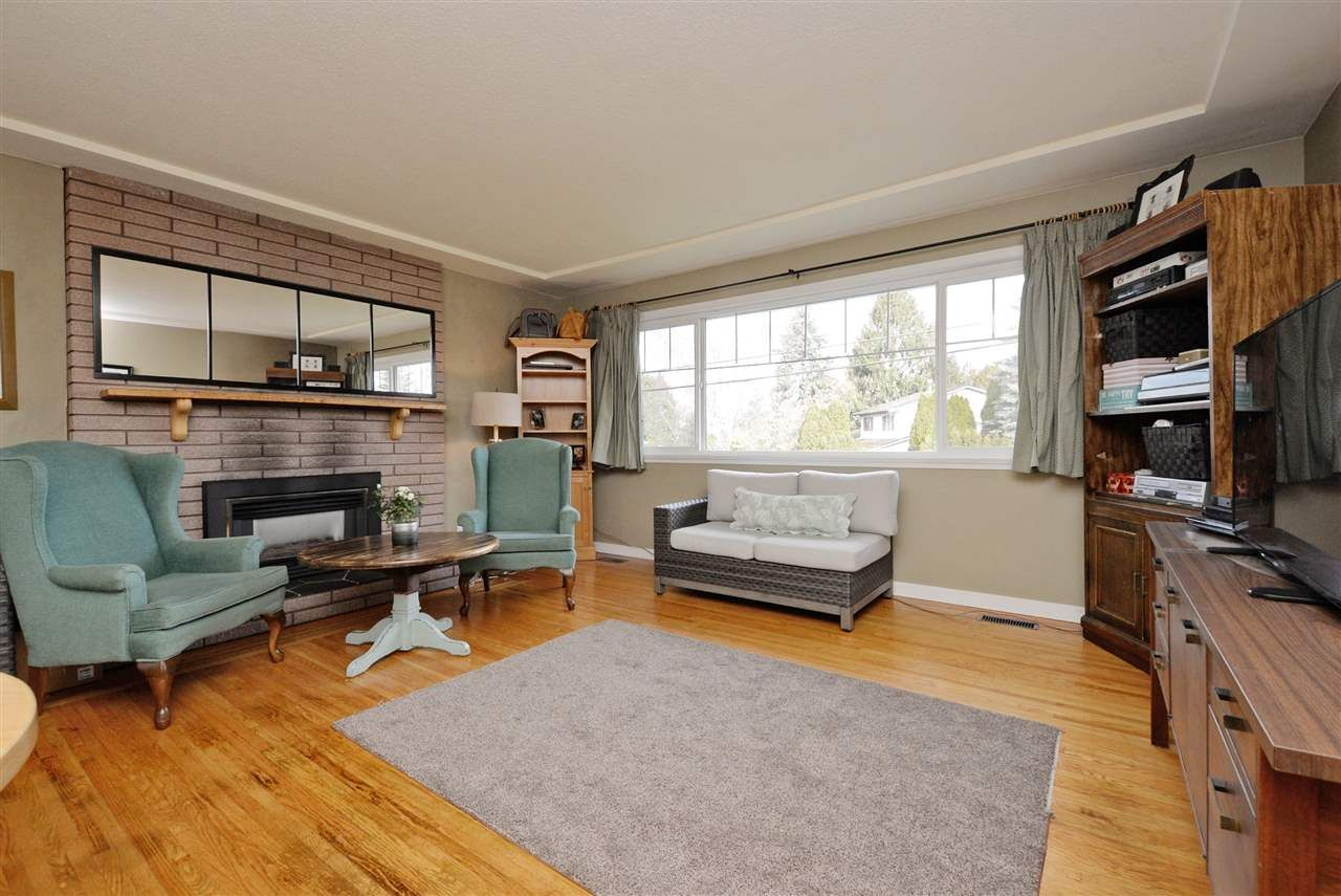 Photo 2: Photos: 5166 44 Avenue in Delta: Ladner Elementary House for sale (Ladner)  : MLS®# R2239309