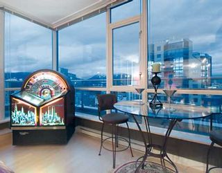 """Photo 7: 2203 1420 W GEORGIA Street in Vancouver: West End VW Condo for sale in """"THE GEORGE"""" (Vancouver West)  : MLS®# V688392"""