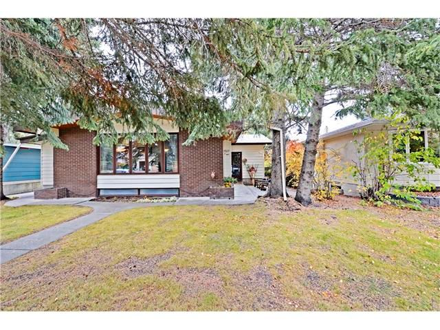 Main Photo: 3527 LAKESIDE Crescent SW in Calgary: Lakeview House for sale : MLS®# C4035307