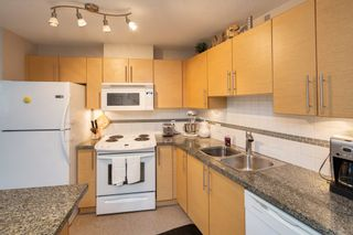 """Photo 6: 301 2225 HOLDOM Avenue in Burnaby: Central BN Condo for sale in """"LEGACY TOWERS"""" (Burnaby North)  : MLS®# R2329994"""