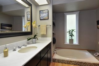 """Photo 12: 22941 78 Avenue in Langley: Fort Langley House for sale in """"Forest Knolls"""" : MLS®# R2249959"""