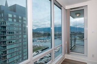 """Photo 7: 2005 590 NICOLA Street in Vancouver: Coal Harbour Condo for sale in """"The Cascina - Waterfront Place"""" (Vancouver West)  : MLS®# R2556360"""