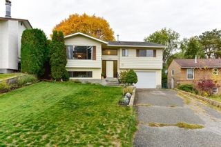 Main Photo: 1452 Athans Court, in Kelowna: House for sale : MLS®# 10242130