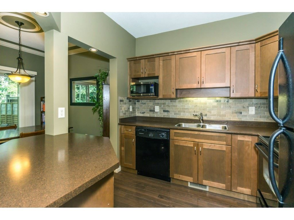 """Photo 9: Photos: 32 46840 RUSSELL Road in Sardis: Promontory Townhouse for sale in """"Timeber Ridge"""" : MLS®# R2359001"""