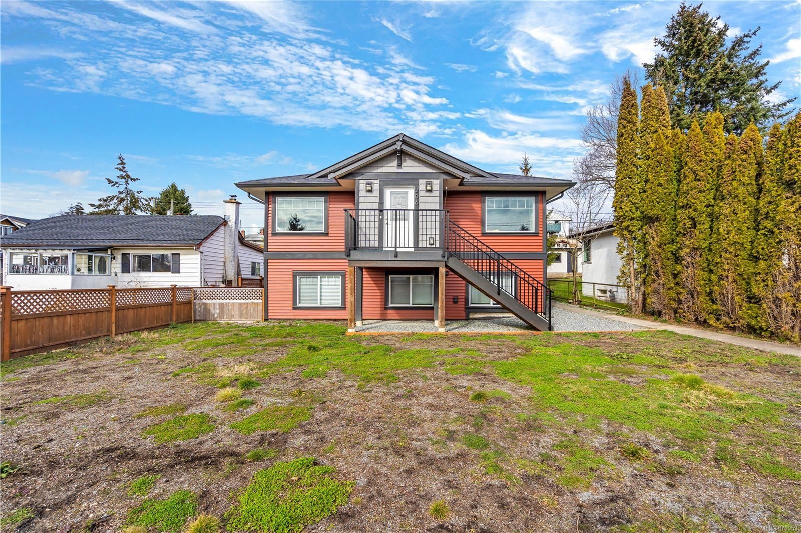 Main Photo: 206 Fifth St in : Na University District House for sale (Nanaimo)  : MLS®# 876959